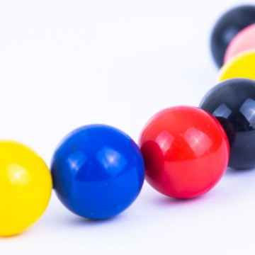 Injection of coloured magnetic beads
